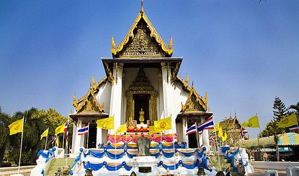 Буддийский храм Wat Naphrameru
