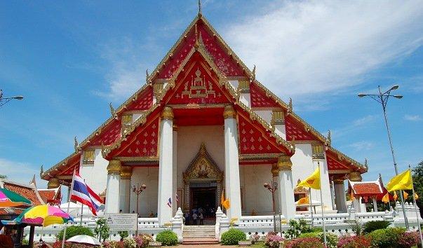 Буддийский храм Wiharn Phra Mongkhonbophit