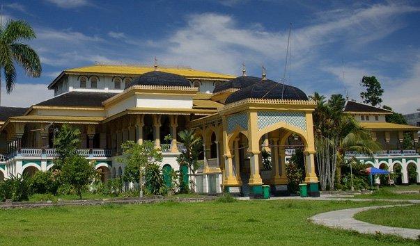Дворец Istana Maimun