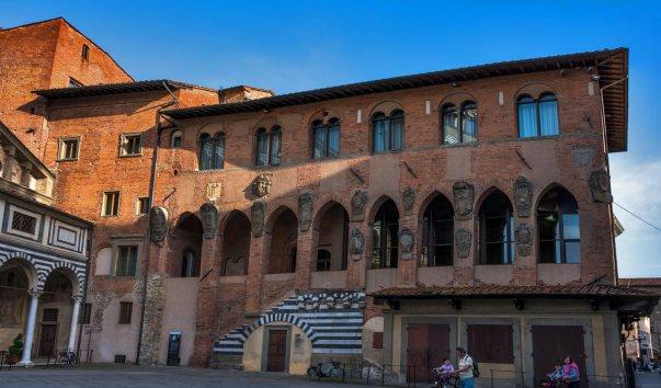 Епископский дворец (Palazzo dei Vescovi)