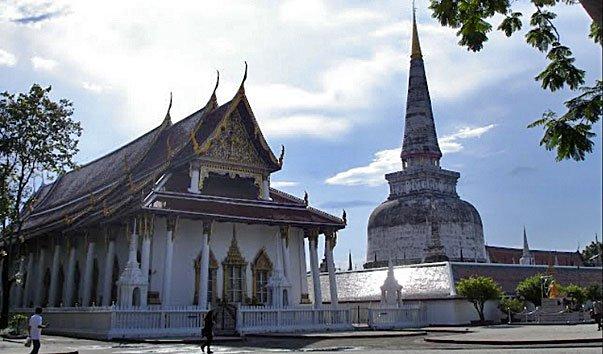 Храм Phra Mahathat