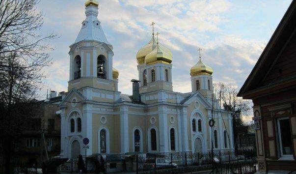 Храм Святителей Московского подворья Дивеевского  монастыря