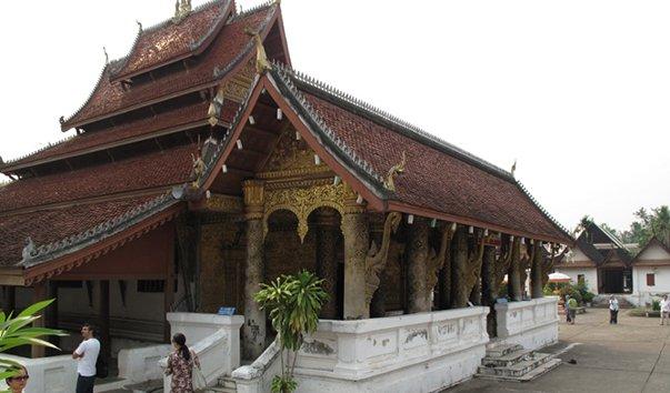 Храм Wat Mai