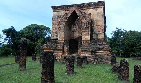 Храм Wat Traphang Thong