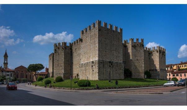 Императорский замок (Castello dell'Imperatore e Cassero)