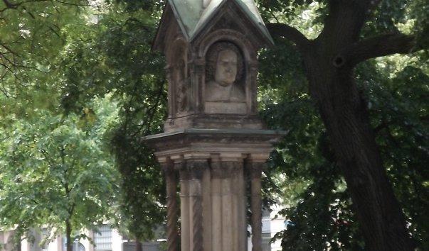 Малый памятник Иоганну Себастиану Баху