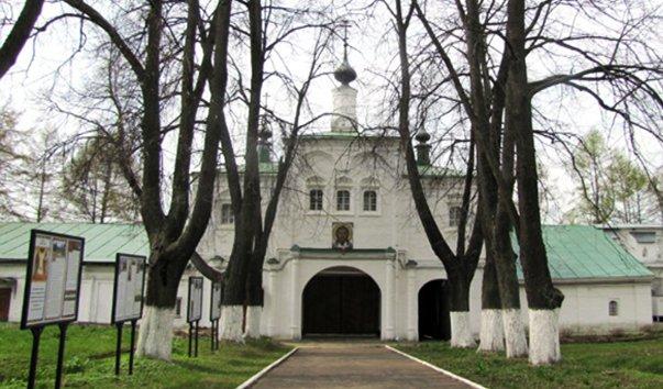 Надвратная церковь Федора Стратилата