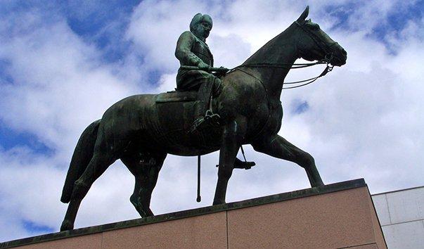 Памятник барону Маннергейму