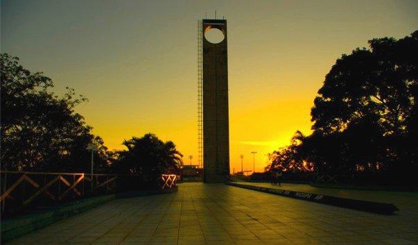 Памятник экватору Марко Зеро