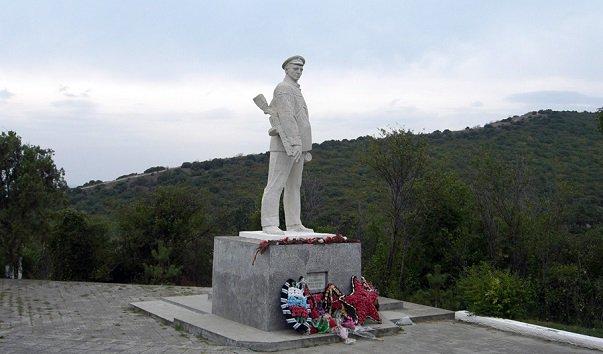 http://www.visacomtour.ru/wp-content/uploads/dostvisa/pamjatnik_geroju_ds_kalininu.jpg