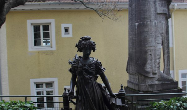 Памятник императрице Елизавете Алексеевне