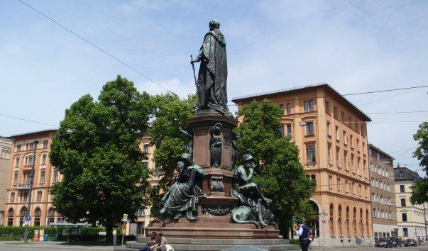 Памятник королю Максимилиану II