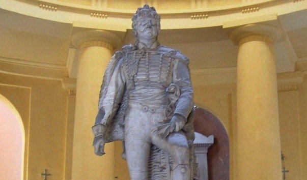 Памятник королю Неаполя и маршалу Франции Иоахиму Мюрату