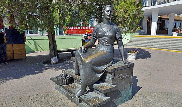 Памятник Ноне Мордюковой