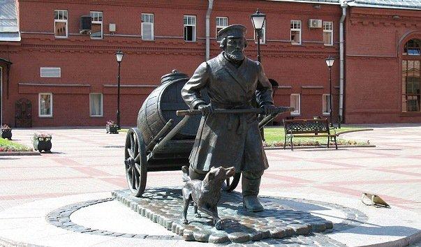 Памятник водовозу на Шпалерной улице
