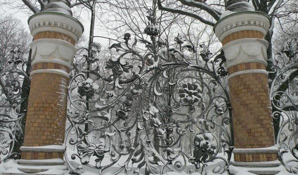 Решетка Михайловского сада
