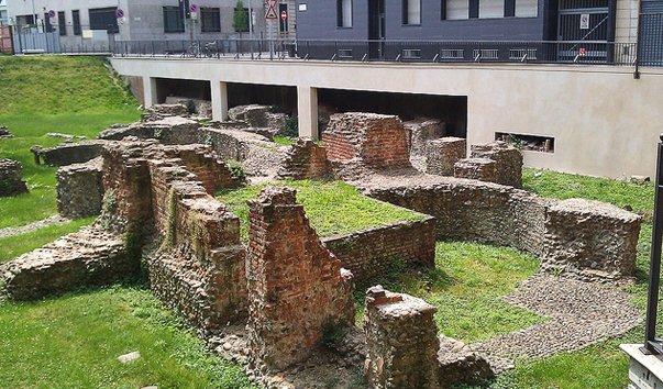 Руины дворца императора в Милане