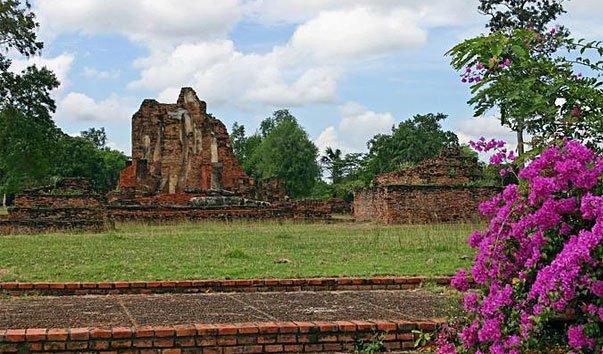 Руины храма Wat Phra Pai Luang