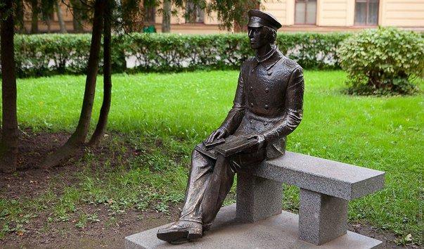 Скульптура студента-политехника