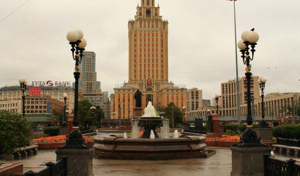 Сквер у памятника П. Мельникову