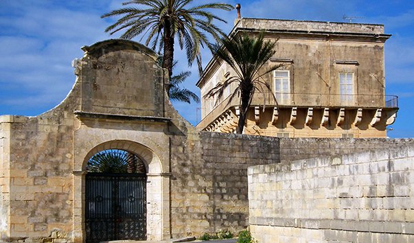 Средневековая башня Кумбо