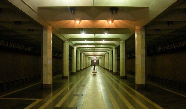 Станция метро 'Бурнаковская'