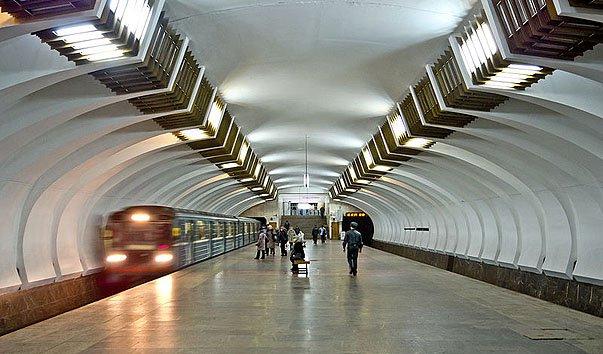 Станция метро 'Ленинская'