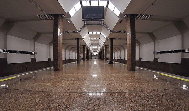 Станция метро 'Маршала Покрышкина'