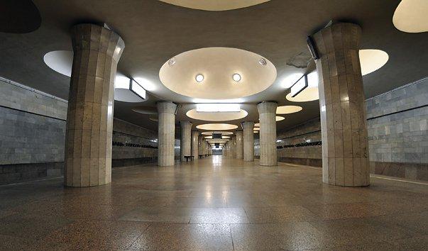 Станция метро 'Площадь Гарина-Михайловского'