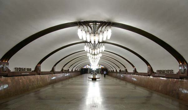 Станция метро 'Победа'