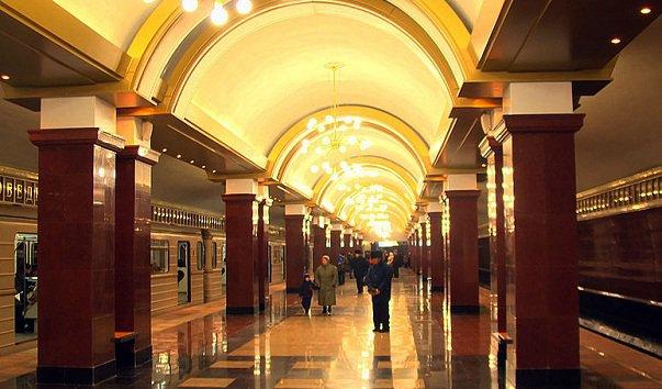 Станция метро 'Проспект Победы'