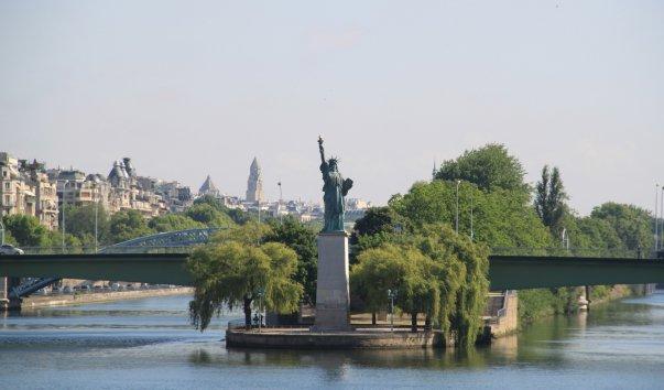 Статуя Свободы на Лебедином острове