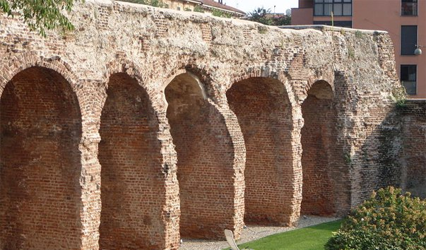 Стены Милана