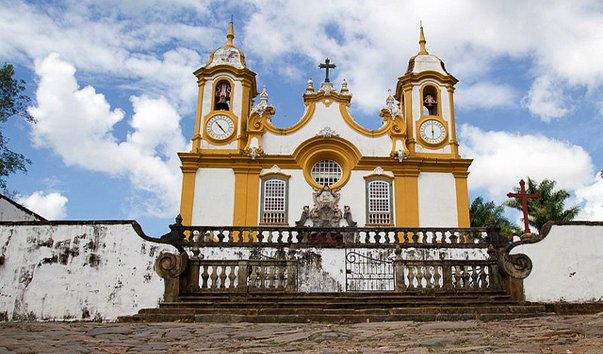 Церковь Санту-Антониу