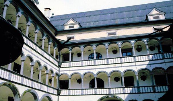 Замок Грайнбург