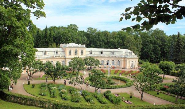 Здание бывшей царской оранжереи